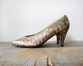 gold high heels / 80s party shoes / 6