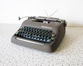 1950s typewriter / 50s smith corona silent manual typewriter with case