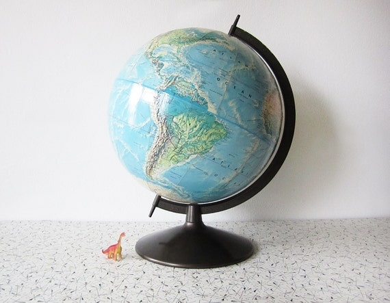 vintage late 60s early 70s Rand McNally world portrait globe