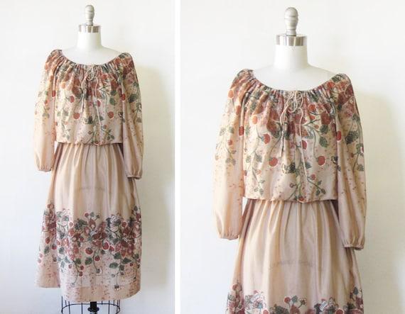 1970s dress / vintage 70s boho dress / fall floral berry dress