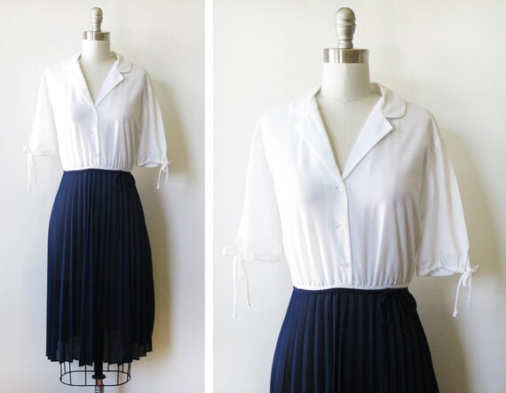 1970s nautical dress / 70s white and navy pleated accordion dress