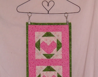 Valentine Day Heart Shaped Hanger with Quilted Block display Set