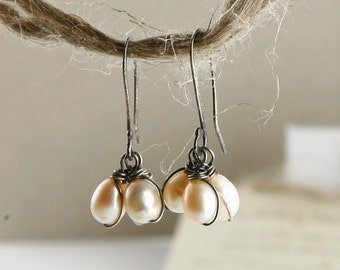 Pearl earrings Black and White - Sterling silver EARRINGS with pearls