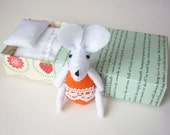 Felt mouse in match box