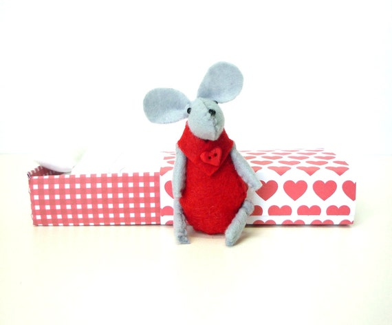 Red Felt mouse in match box bed