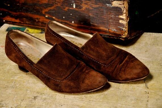 SALE - Vintage 70s Salvatore Ferragamo Brown Suede Heels Sz 7.5
