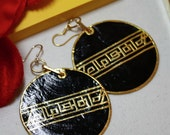 Round Black lacquer and gold leaf earrings - Asian Design
