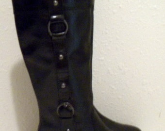 Sz 7 Vintage tall leather black flat leather riding boots.