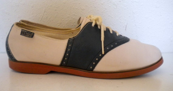 Sz 9.5 Vintage cream and blue leather lace up shoes.