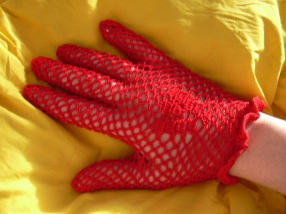 PATTERN Crochet vintage lacy net gloves, with shell motif and ruffles, FREE SHIPPING