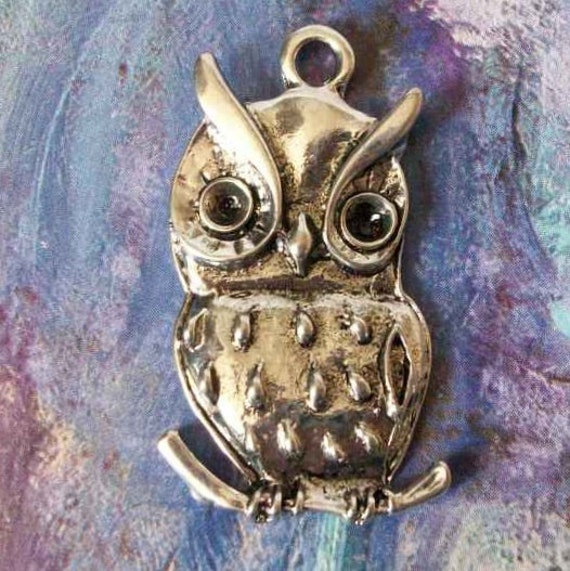 LAST ONE - 1 big owl pendant, silver tone, 39mm, b01
