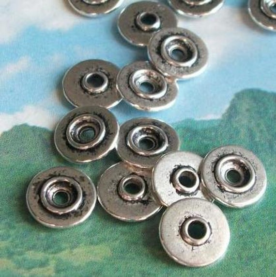 40 round spacer beads, stackable gears / sprockets / ufos, distressed silver tone, 10mm