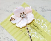Barrette white flower shell bee shabby chic retro feminine romantic old hollywood bridal goth gothic