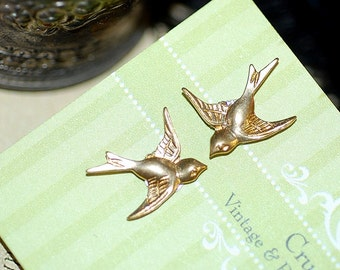 Free shipping Stud Post earrings Sparrow Gold Swallows Birds Retro Girly Small Bridal Wedding