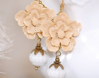 FREE SHIPPING Vintage Blossom earrings WHITE MIlk Glass Faceted Beads Bronze Bead caps Taupe Beige Flower Girly Shabby Chic Style Bridal