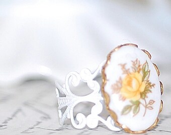 Yellow Rose Vintage Blossom Cameo Ring