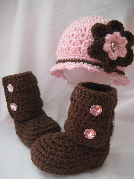 0 to 3 Months - Infant Flapper Hat with Flower and Matching Boots in Your Choice of Colors (EL-0644)