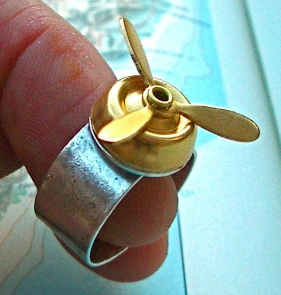 STEAM PUNK PILOT RING - Spinning Airship PROPELLER Gold Brass on Wide Band Silver Ring
