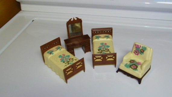 Vintage 1940 39 s renwal 4 pc plastic bedroom by heirloomlinens Plastic bedroom furniture