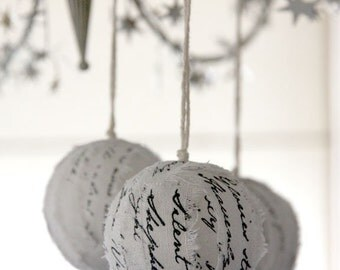 Christmas ornaments / Christmas decorations - Hymn ragballs - WHITE (set of 3)