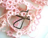 Some PInk - Vintage Tatting and the Letter G