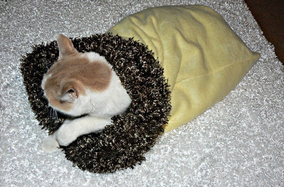 Yellow and Brown Fur  Pet Sac