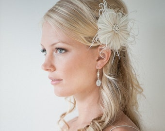 Wedding Hair Accessory, Feather Hair Clip,  Wedding Fascinator, Bridal Headpiece, Ivory and Light Gold - SIMONE