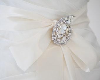 Wedding Dress Sash, Bridal Gown Sash, Freshwater Pearl Brooch, Ivory Ribbon Sash