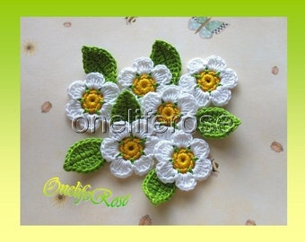 Crochet Three-Color Flowers with leaves (White)6 pieces