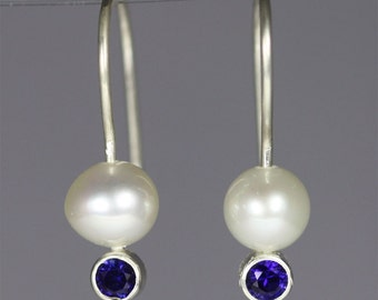 Pearl Drop Ear w-Stone (Blue Sapphire)