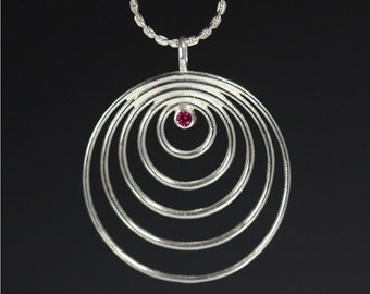 5 Circle Necklace with Stone (Ruby)