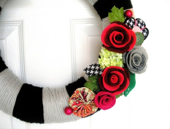Original Felt Yarn Wreath Houndstooth Black and Fuchsia Yarn Wreath