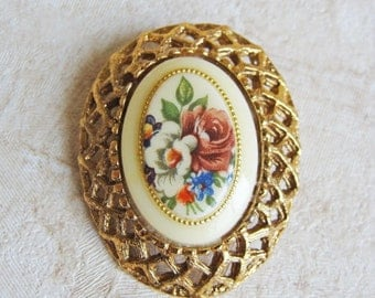 Vintage Bouquet Brooch. Gold Tone Flower Pin.