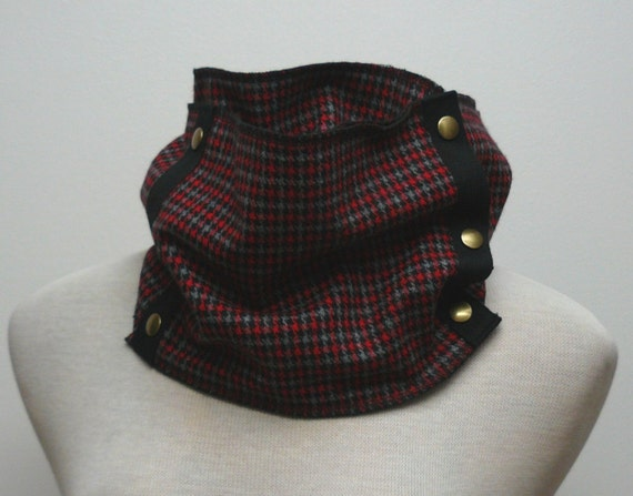SALE - LAST ONE - Unisex red, black and grey houndstooth pattern woollen scarf with brass snaps
