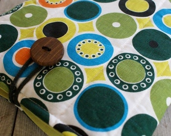 Laptop sleeve for 13 inch macbook /linen/wooden button