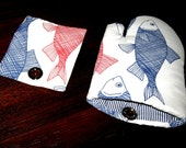 the FISH Oven Mitt and Pot Holder Fridge Magnet set for Sea Food Lovers, Red White Blue