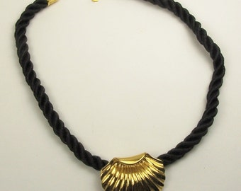 Vintage DESIGNER SHELL FORM Pendant and Twisted Rope Necklace