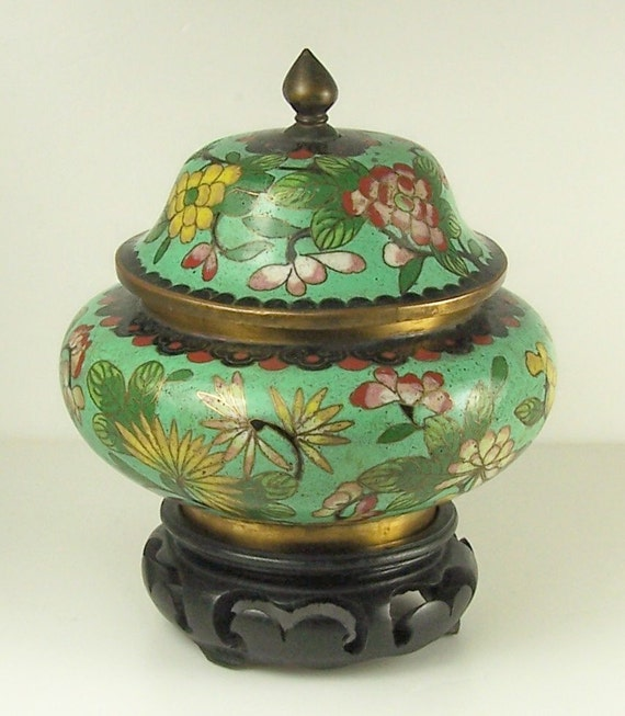 chinese cloisonne decorative covered urn with stand by joebern. Black Bedroom Furniture Sets. Home Design Ideas