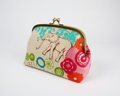 Rounded cosmetic pouch - Etsuko quiet ground in natural - metal frame clutch bag