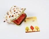 Deep mum - Tiny piggies on cream - metal frame purse