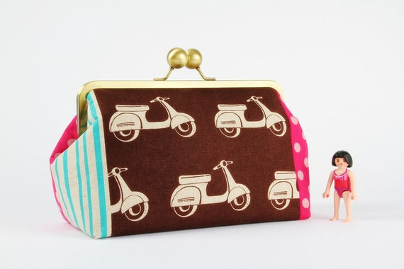 Home pouch - Etsuko scooters in brown - metal frame clutch bag