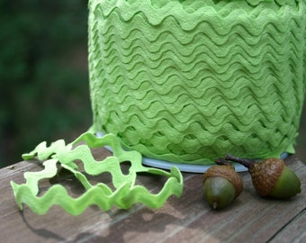 Bright APPLE GREEN Ric Rac trim - 1/2 half inch wide (13 mm) - 5 yards