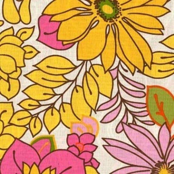 Veras Garden Vintage Pillowcase Summer Flowers Retro Floral for Robert Kaufman Fabrics - 1 Yard