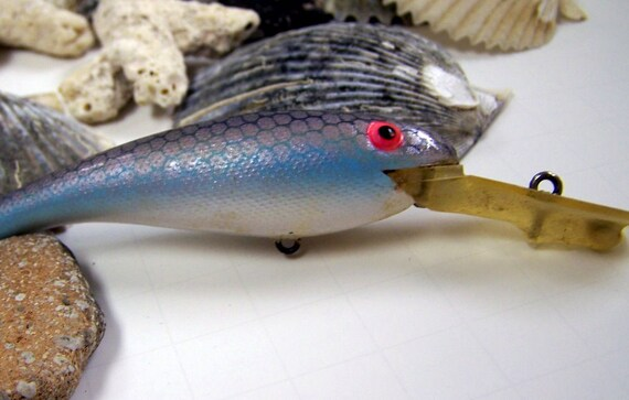 Vintage Fishing Lure Keychain Silver with light Blue Sides and White Belly