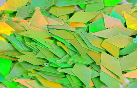 75 pcs  sequins.......Lime green Kite shape / KBIS186