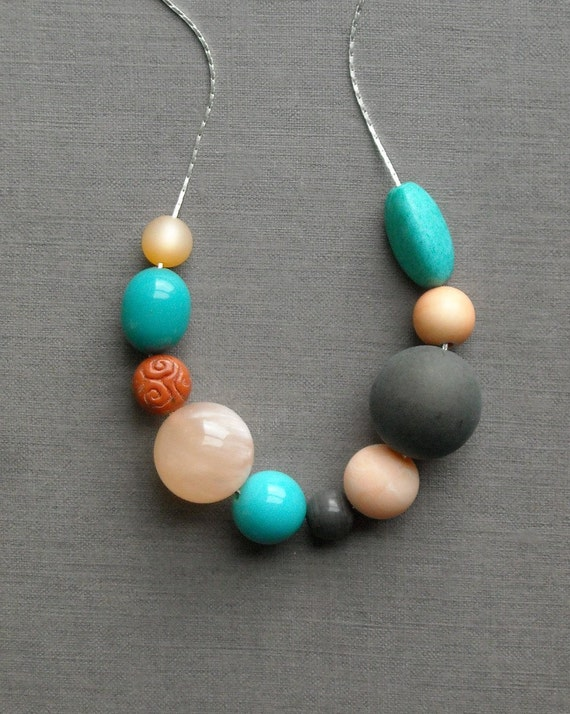 shifting sands necklace - vintage lucite and silverplated chain