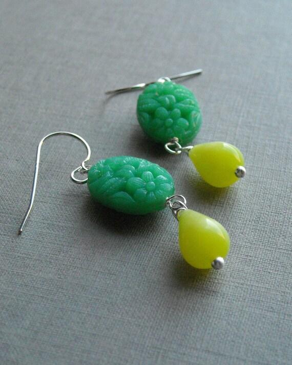 prickly pear earrings - vintage plastic and sterling