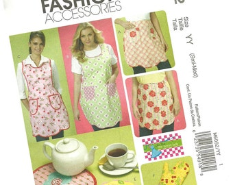 MCCALLS PATTERN M6092 ladies full apron, hot mitt, half apron, hot pads, new and uncut, size small and medium