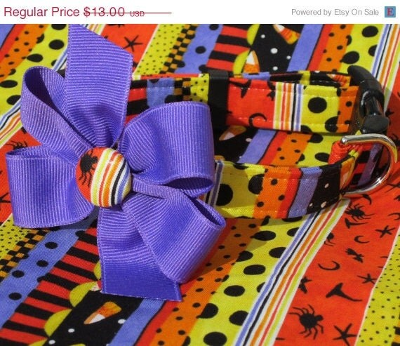 """ON SALE Witch's Brew """"Howl""""-oween Dog Collar with Bow Size Medium"""