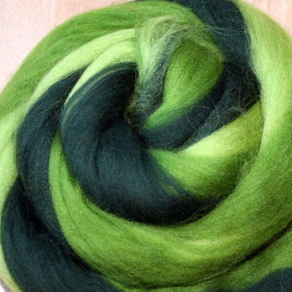 GREEN leaves, Multicolored merino woolroving in greens for wetfelting or spinning 100gr